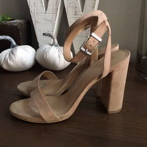 Express Thick Essex Heel Nude Toe Strap Size 8